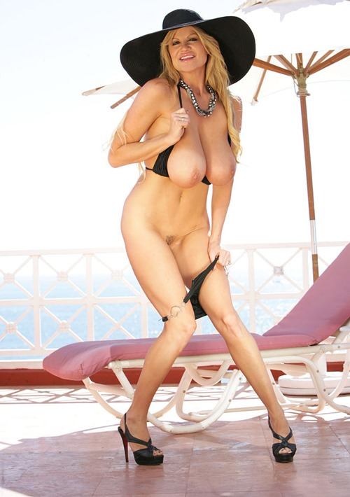kelly-madison-stripping-outdoor